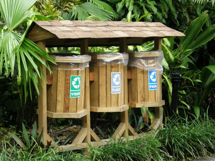 Botes de reciclaje de basura